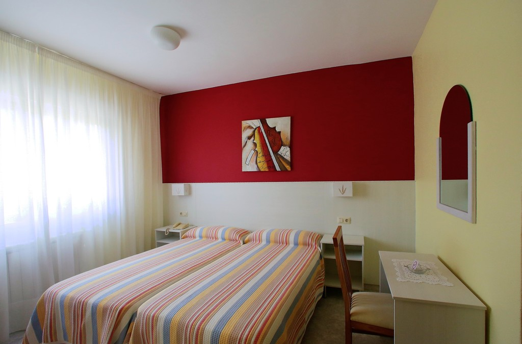Double Room (2 beds)