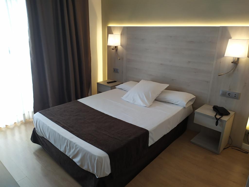 Standard room (1 adult)