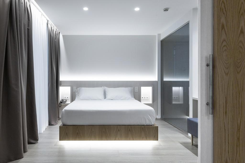 Junior Suite: amb balcó fent cantonada i amb vistes al mar o la piscina situades a la 5ª o 6ª planta