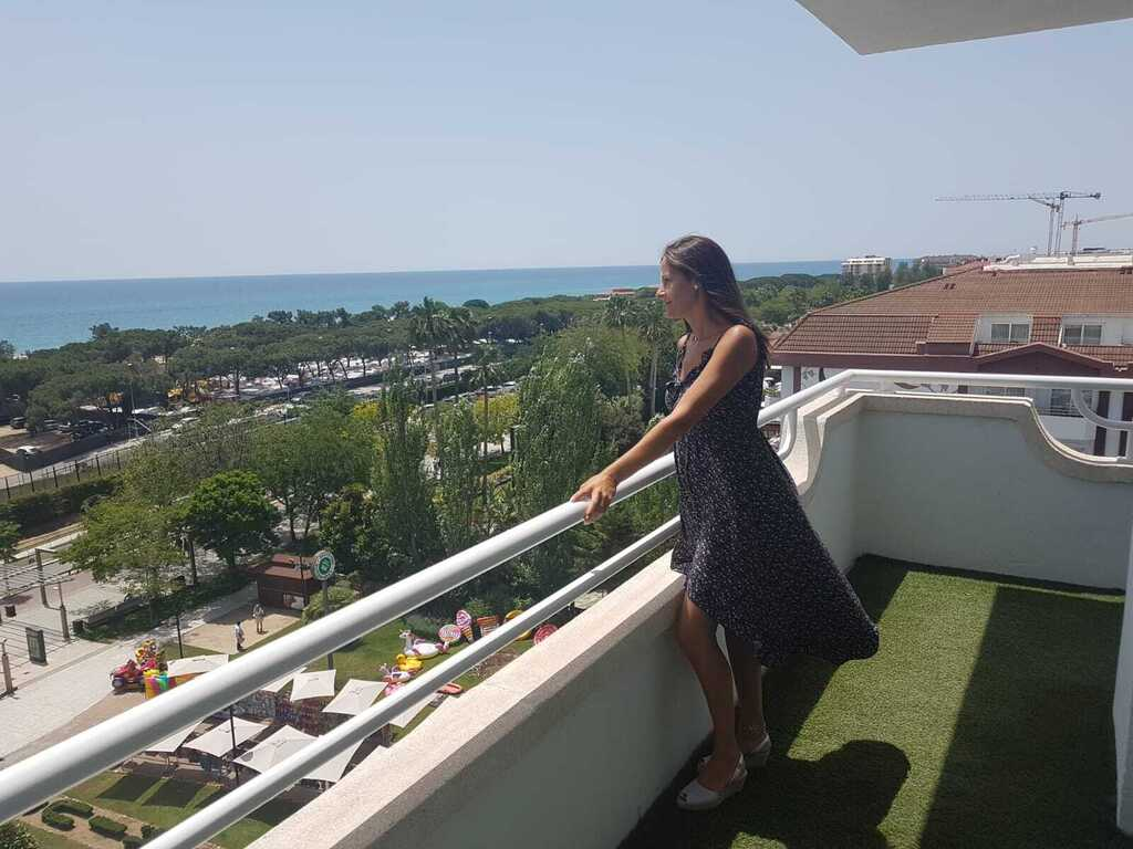 Junior Suite: corner balcony and views of the sea or the pool located on the 5th or 6th floor