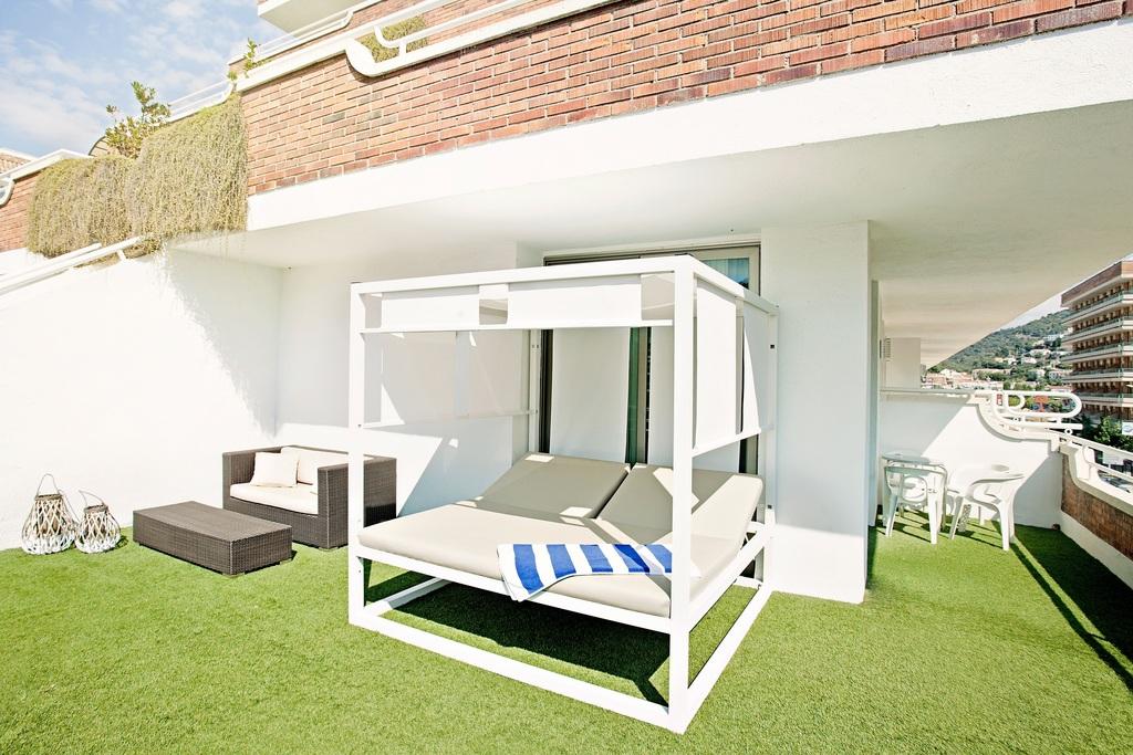 D-Luxe: amb una gran terrassa amb vistes al mar o la piscina