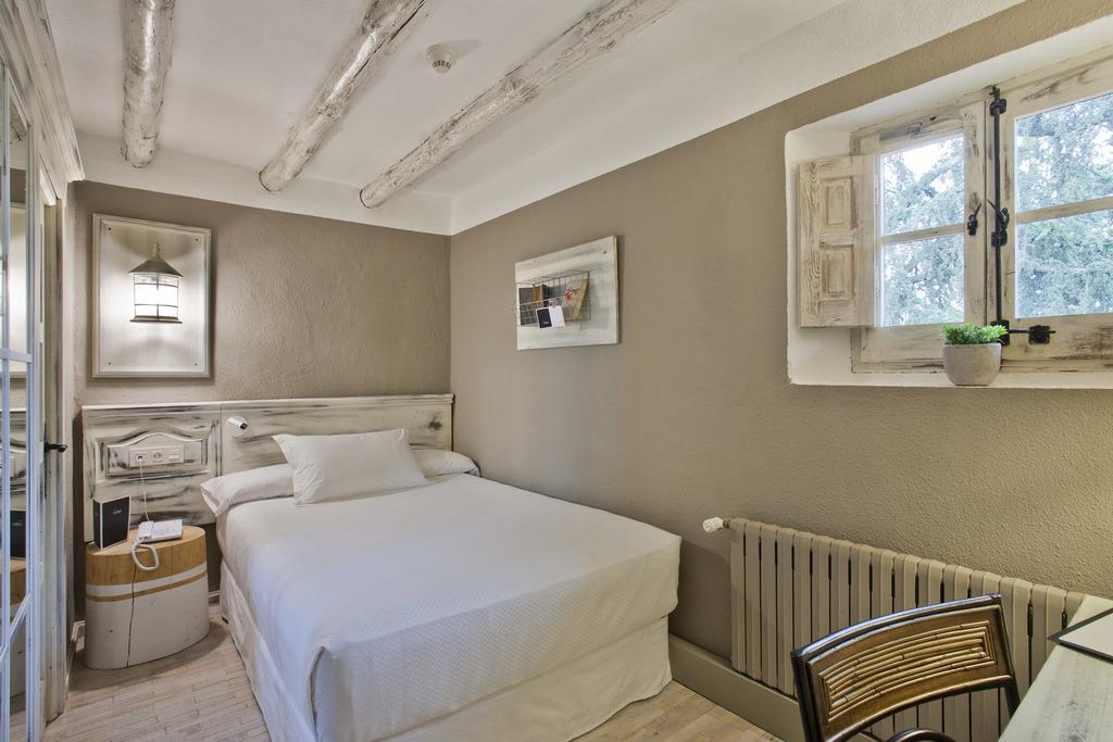 Standard Mini Room