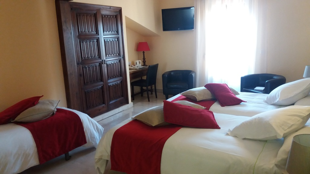 Chambre à trois lits (3 adultes)