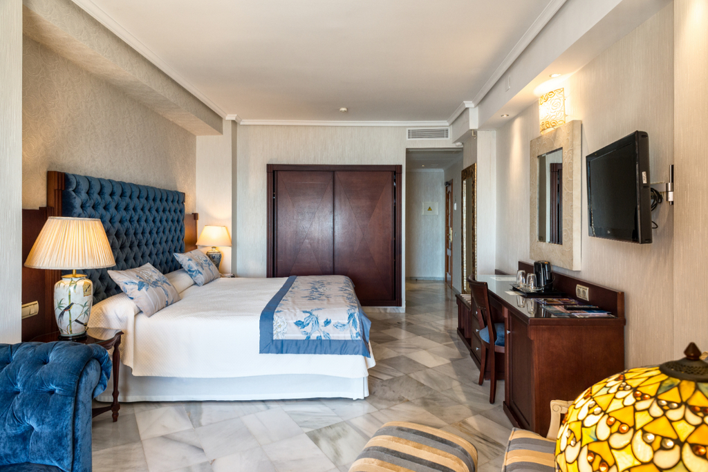 Deluxe Junior Suite with Hydro-massage bath, Sea View and Balcony