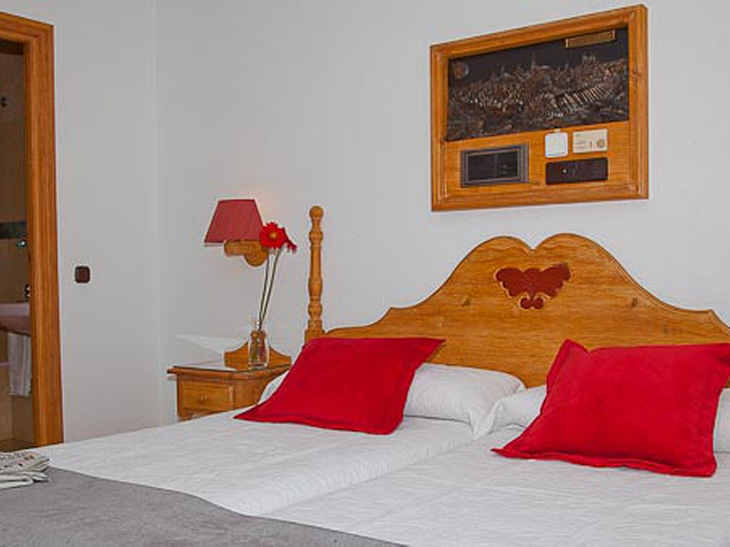 Fantastisch Cheap Charming Rooms In The Centre Of Toledo Carlos V Toledo Big Sofa  Carlos With Wohnplus Kche
