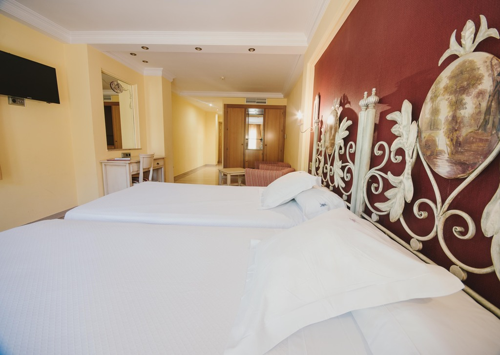 Chambre Supérieure avec Balcon, lit double ou 2 lits