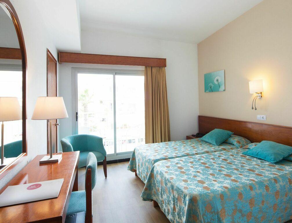 Dreibettzimmer mit Seitlichem Meerblick und Balkon