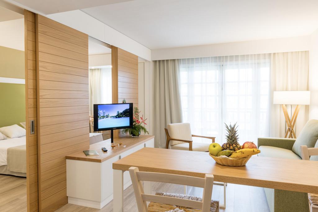 Premium Room with Sea View + car