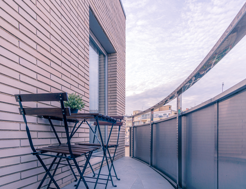 Double Single Use with Balcony