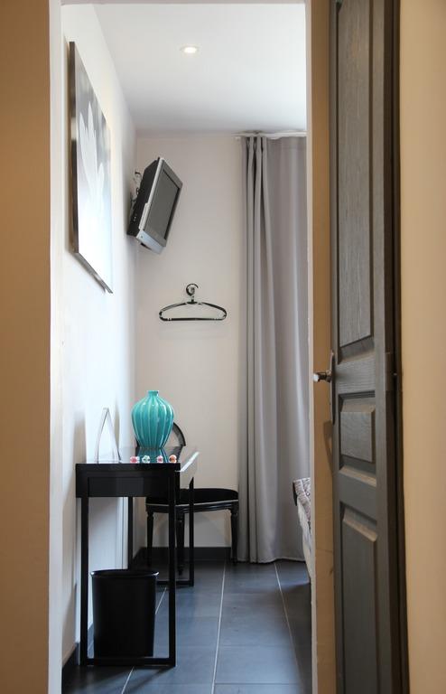 Double Comfort Room - Street Side
