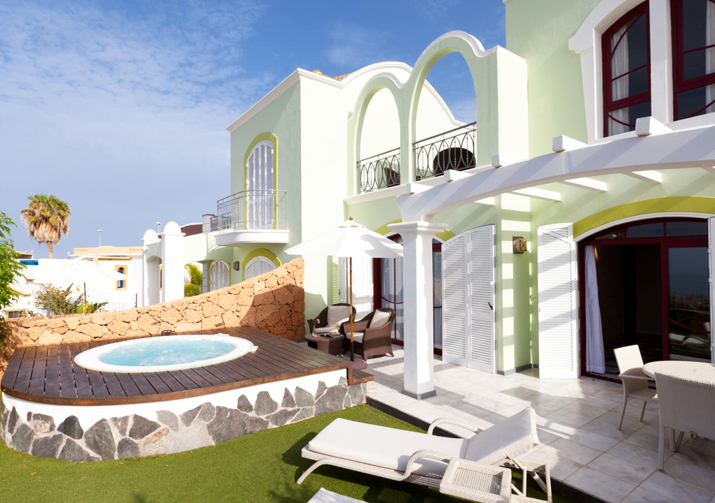 Two-Bedroom Villa with Jacuzzi