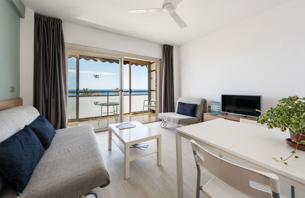 2 Bedrooms Apartment Sea View