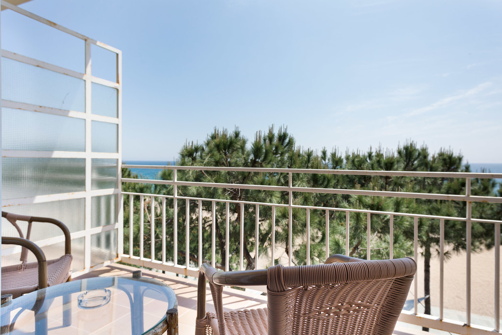 Studio sea view with air conditioning (2 adults + 1 child)