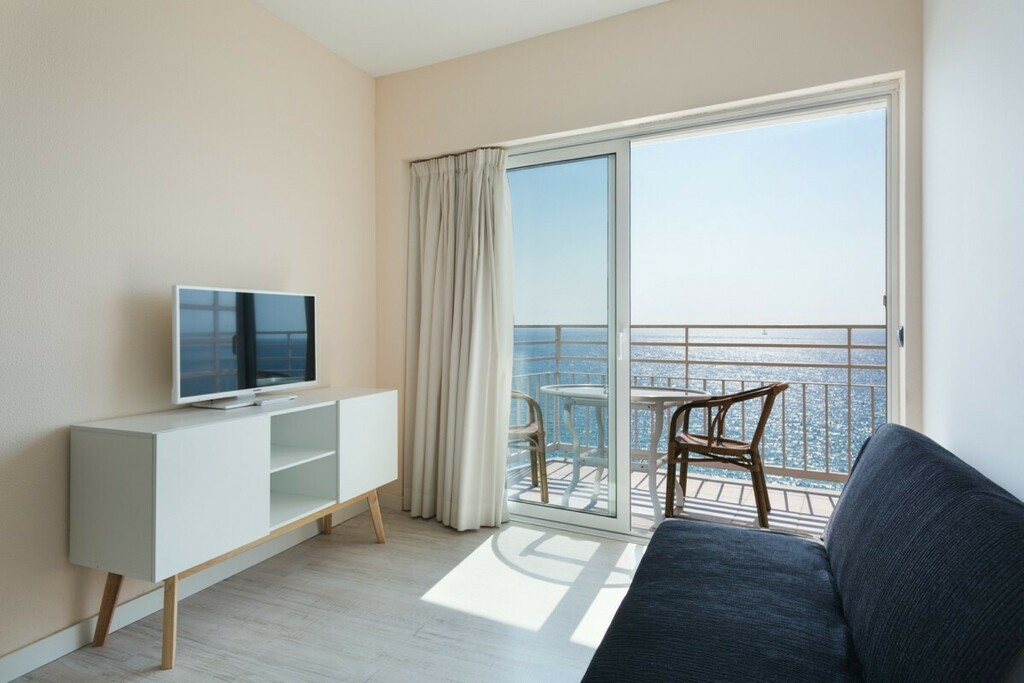 Sea view apartment with air conditioning (4 adults)