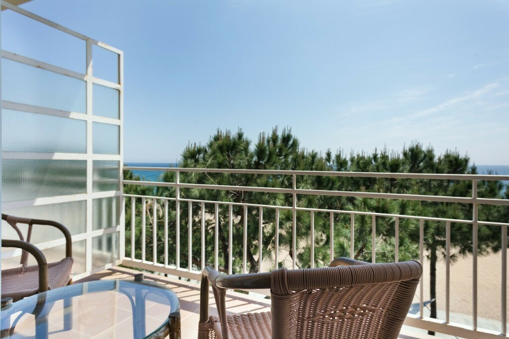 Sea view studio with air conditioning (2 adults + 1 child)