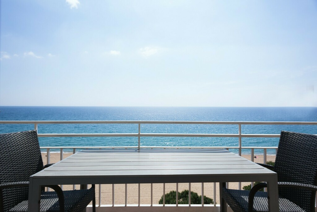 Sea view apartment with air conditioning (4 adults + 2 children)