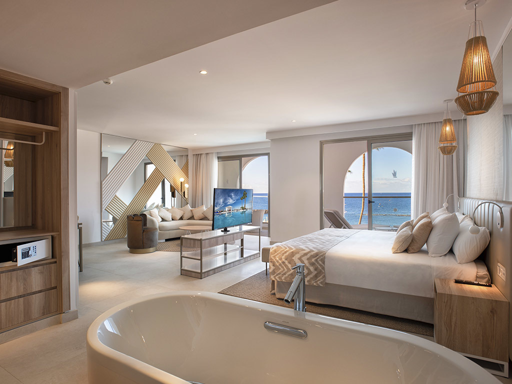 Platinum Suite Direct Sea View
