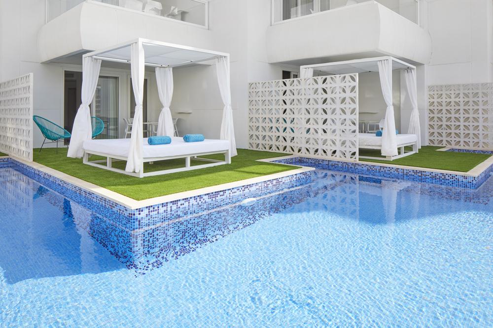Superior Premium Swim Up Zimmer