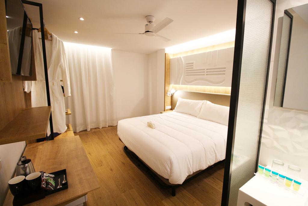 Suite 1 room