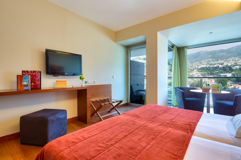 Zweibettzimmer mit Blick auf die Berge