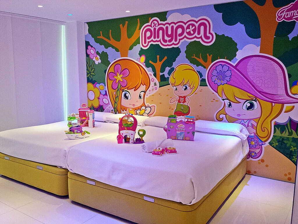 Pin y Pon Room