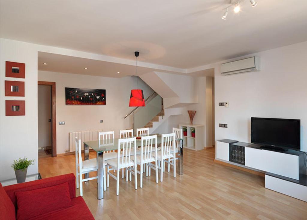 Apartment 3-3
