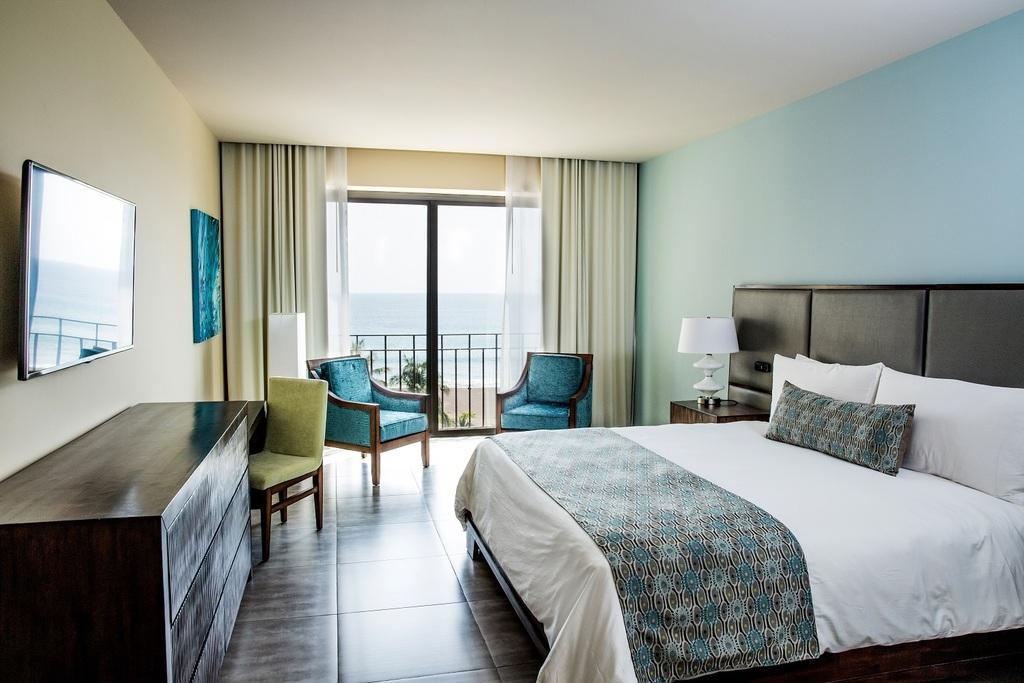 Deluxe Room Ocean View King Bed