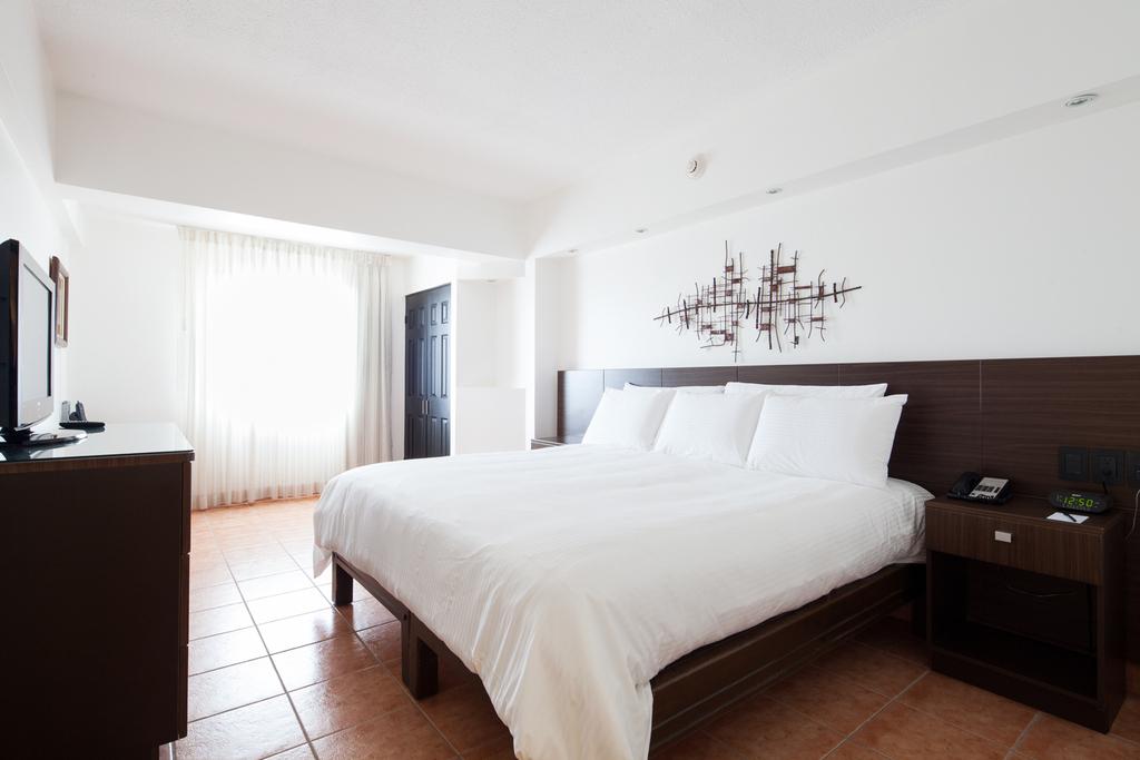 Standard Room, King Bed