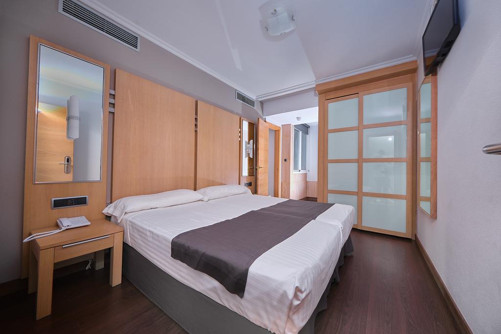 Triple Interior Room