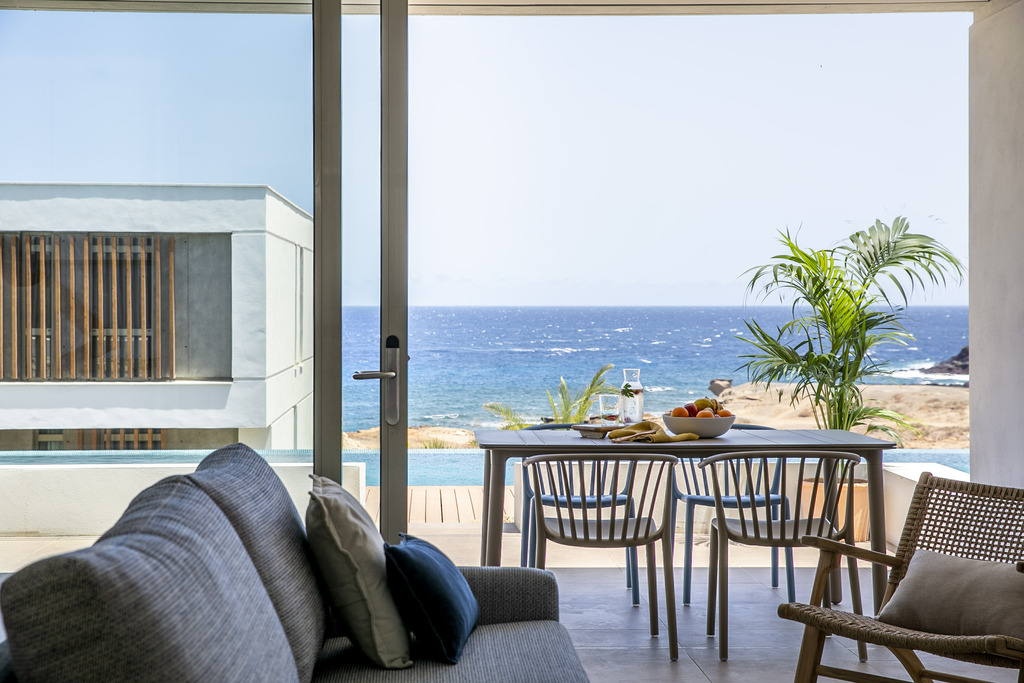 2 Bedrooms Apartment Sea View