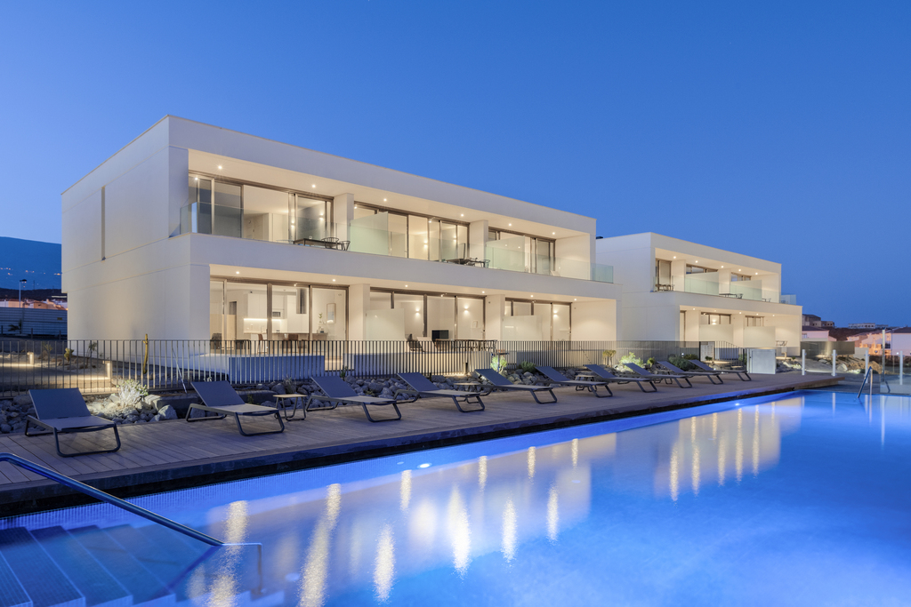 2 Bedrooms Apartment Pool View