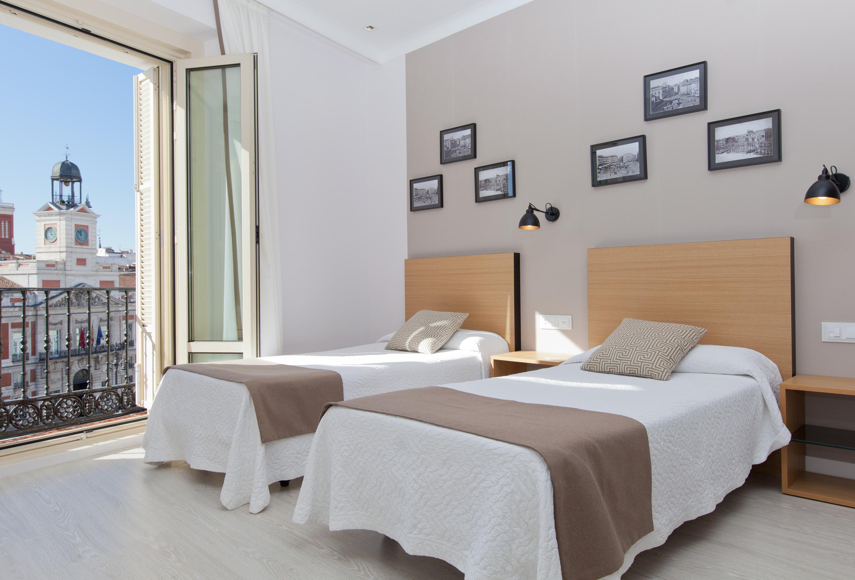 Doble con 2 camas supletorias con vistas a la Puerta del Sol