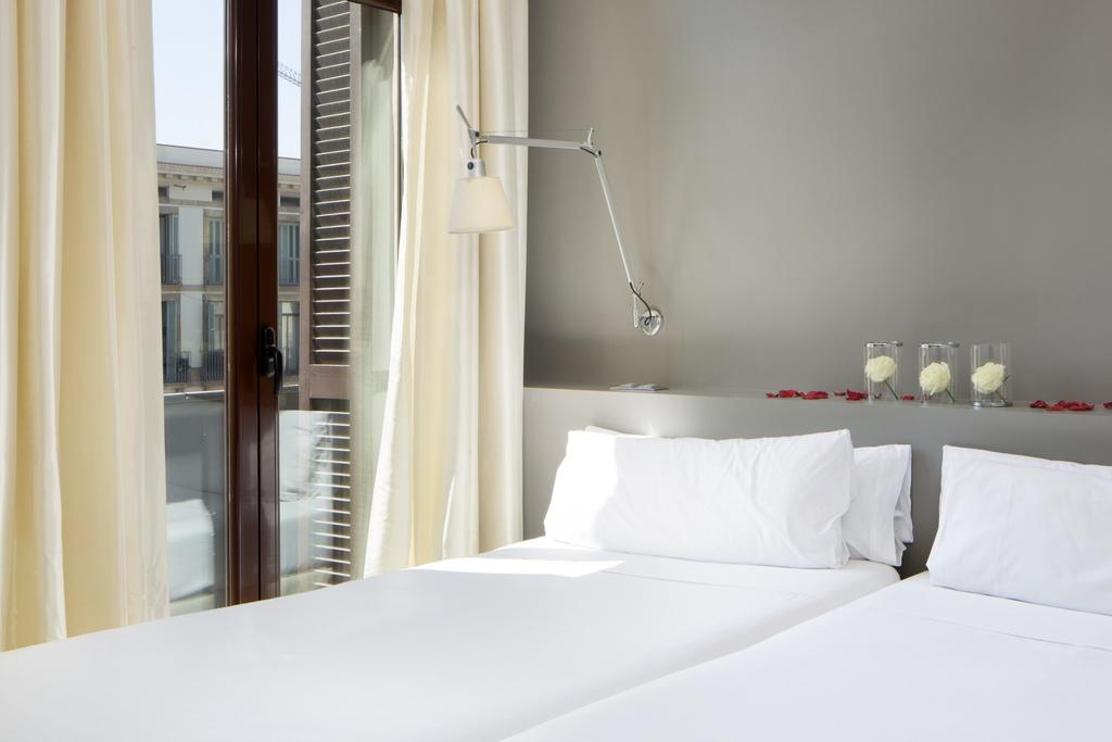 """Habitación Comfort """"Cool"""" Vista Ramblas con Balcón (2 camas)"""