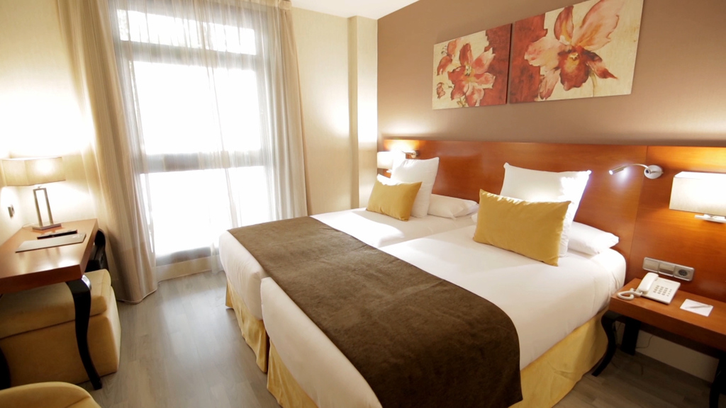 Double room (2 beds/ 1 bed)