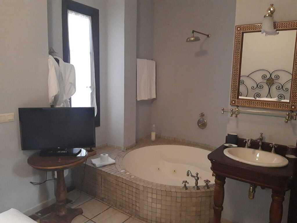 Junior Suite with Hydromassage Bathtub