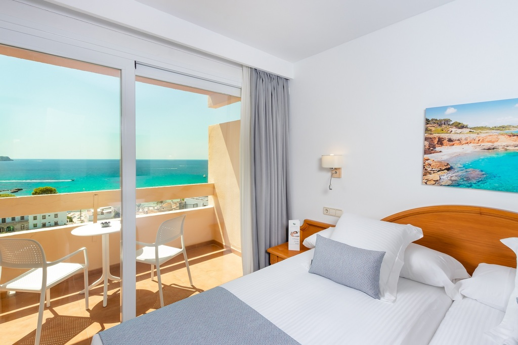 Superior Double Room with balcony and ocean view