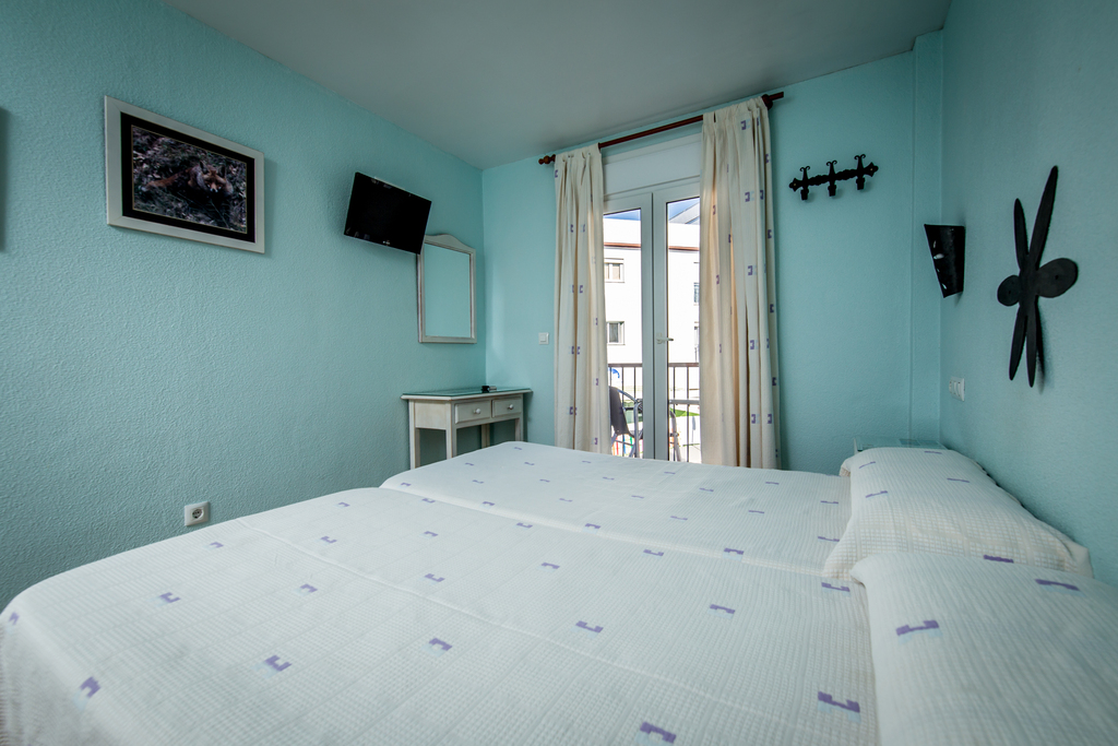 Double room with balcony (1 double bed or twin beds)