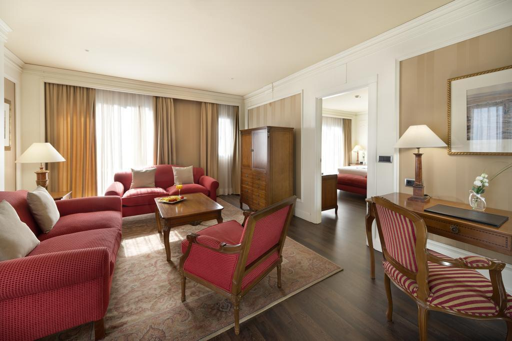Junior Suite Deluxe City View Insurance Included