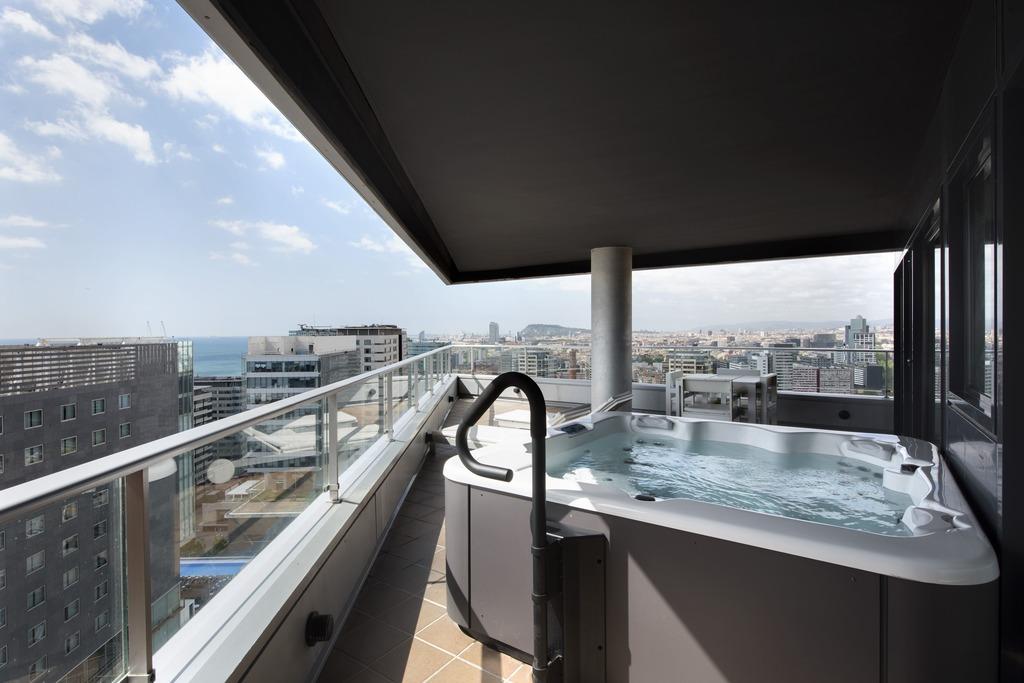 Master-Suite mit Jacuzzi auf der Terrasse