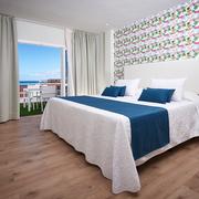 1 appartamento con cucina vista mare