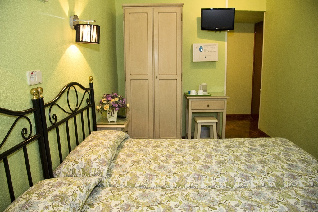 Double: two beds with private bathroom