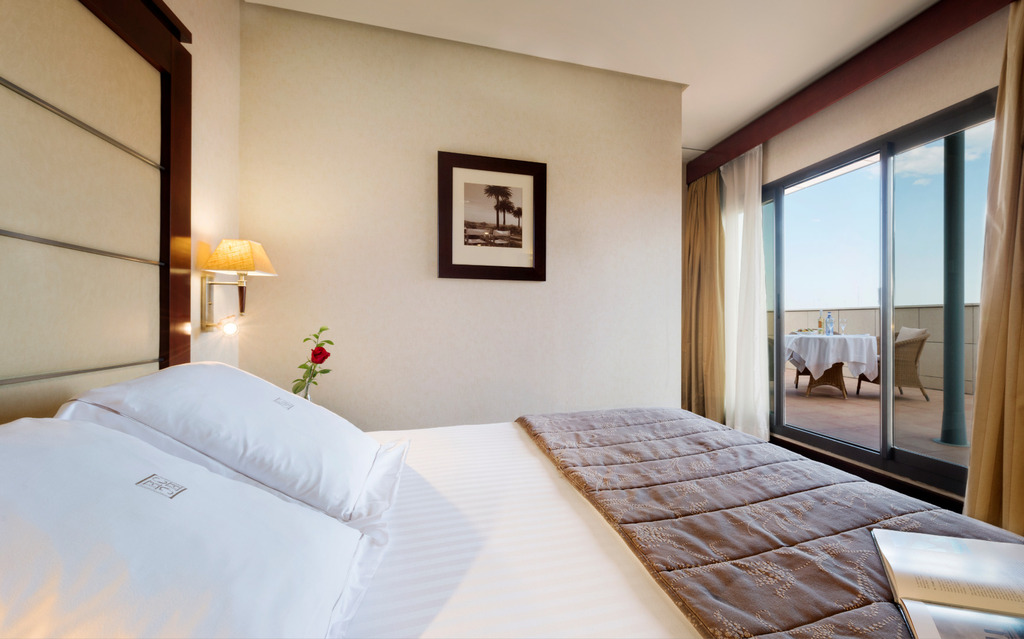 Romantic Deluxe Room with Jacuzzi Insurance Included