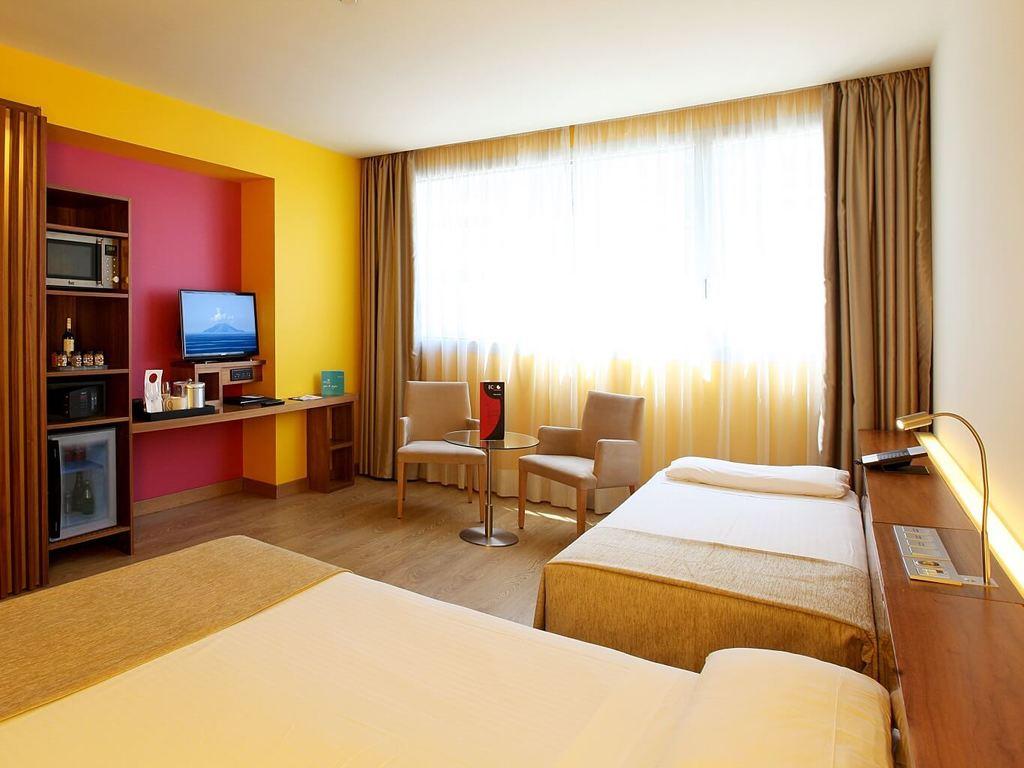 Habitaciones y suites del hotel sb diagonal zero en barcelona for Habitaciones para familias