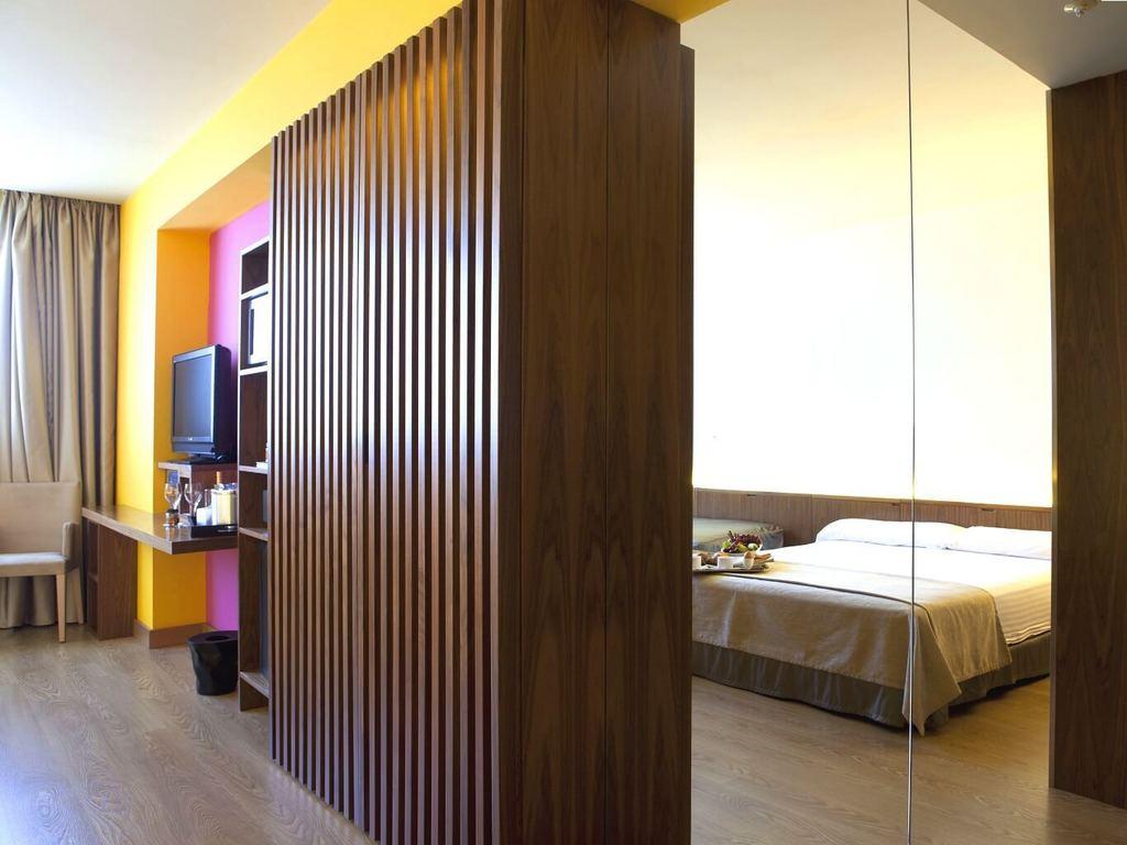 Habitaciones y suites del hotel sb diagonal zero en barcelona for Hotel barcelona habitacion familiar