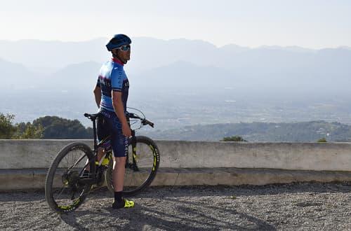 Estada amb bicicleta de muntanya