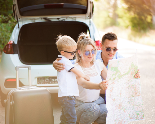 https://images.mirai.com/OFFERS%2FHOTELS%2F100363581%2Fhappy-family-enjoy-car-trip-and-summer-vacation.jpg